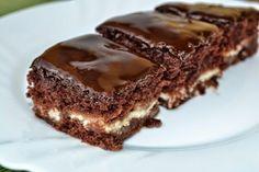 Igazán fincsi túrós-csokis süti. Sok töltelék és ínycsiklandó, omlós tészta. Hamar elkészíthető és nagyon finom!