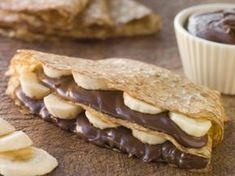 A Delicious breakfast recipe for chocolate banana layered crepes. Delicious served with whipped cream. Chocolate Banana Layered Crepes Recipe from Grandmothers Kitchen. Crepes Nutella, Banana Crepes, Fruit Crepes, Healthy Crepes, Apple Crepes, Nutella Sandwich, Banana Dessert, Banana Milk, Healthy Eating
