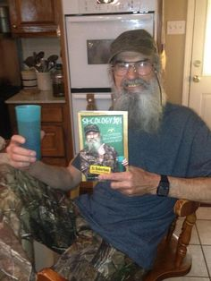 Si sporting his new book
