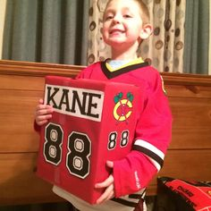 Looks like this fan is all ready for Valentine's Day with his #Blackhawks themed box!
