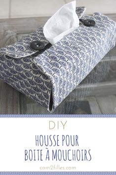 Diy - housse pour boîte à mouchoirs The right couture idea for fall winter ? Dress up your tissue boxes with a pretty fabric cover! Tissue Box Covers, Tissue Boxes, Diy Fashion Projects, Sewing Projects, Haute Couture Style, Creation Couture, Rainbow Loom, Covered Boxes, Nail Stamping