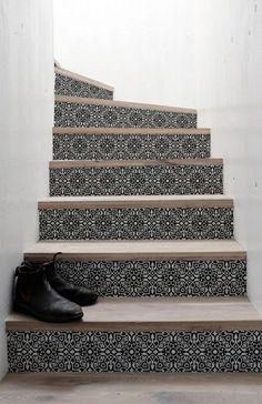 ook de trap krijgt een mediterraan tintje met deze lijm- en PVC-vrije trapstickers.