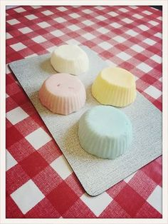 Recently, my husband brought me a hair-washing soap from a Lush shop. The idea to have solid shampoo, I found quite well and tried the Lush soap. Solid Shampoo, Diy Shampoo, Homemade Shampoo, Shampoo Bar, Washing Soap, Lush Shop, Homemade Body Wash, Lush, Homemade Cosmetics