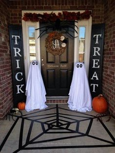 Incredible Outdoor Halloween Decorations  The post  Outdoor Halloween Decorations…  appeared first on  Home Decor For US .