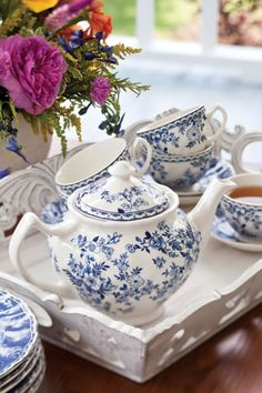 Favorite Blue and White Tablescapes - Tea Time Magazine