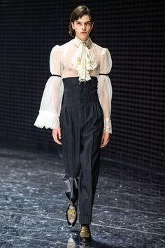 Gucci Fall 2019 Ready-to-Wear Fashion Show - Vogue Foto Fashion, Gucci Fashion, Runway Fashion, High Fashion, Fashion Trends, Queer Fashion, Fashion Men, Couture Fashion, Winter Fashion