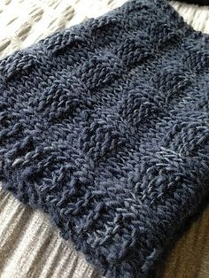 Ravelry: Poldybloom Cowl pattern by Michelle Feda