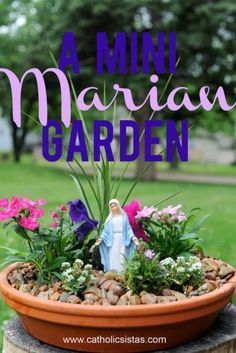 A Miniature Marian Garden by Janalin Hood, Catholic Sistas - I would really like to try this mini-garden. It's so pretty, and maybe even easy enough for me to make! Catholic Crafts, Catholic Kids, Blessed Mother Mary, Blessed Virgin Mary, Marian Garden, Prayer Corner, Prayer Garden, Home Altar, Raised Garden Beds