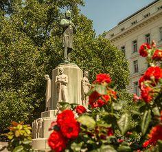Stadtspaziergang: Stubentor (c) STADTBEKANNT | Das Wiener Online Magazin Monuments, Heart Of Europe, Vienna Austria, Tower, Vienna, Time Travel, Catholic, Illusions, Cow