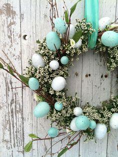 Coroa de Páscoa feita com ovos e flores | Eu Decoro