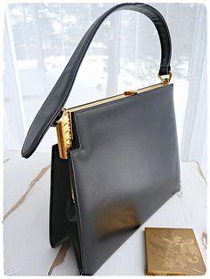 Superbe sac à main en cuir noir épais, de qualité supérieure. Structure  originale en ee994256c69