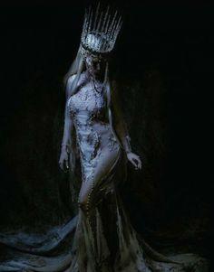 dark art 20 Trendy photography fantasy fairytale n - Dark Fantasy Art, Fantasy Queen, Fashion Fantasy, Character Inspiration, Character Design, Arte Obscura, Dark Photography, Night Photography, Macabre Photography