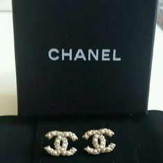 Authentic Chanel Cc Logo Pearl Earrings New Never Worn