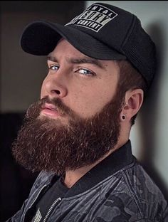 Grow a long, healthy beard with Beard and Company's all-natural Hair and Beard Growth Oil that's formulated with the best botanical blend of essential oils that increase beard growth and keep your facial hair silky. Made in the USA. Beard Game, Epic Beard, Great Beards, Awesome Beards, Hairy Men, Bearded Men, Men Beard, Beard Growth Oil, Beard Model