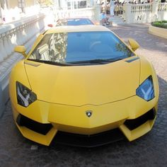 Gorgeous yellow Lamborghini Aventador to brighten up your day