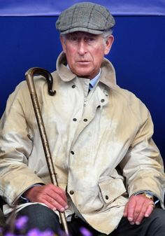 Prince Charles, at Balmoral. Gentleman Hat, Gentleman Style, Prinz Philip, Edinburgh, Prince Charles And Camilla, British Royal Families, British Monarchy, Flat Cap, Prince Of Wales