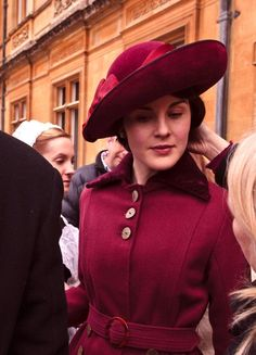 Michelle Dockery as Lady Mary Crawley in Downton Abbey Downton Abbey Costumes, Downton Abbey Fashion, Downton Abbey Season 1, Lady Mary Crawley, Michelle Dockery, Fancy Hats, Beautiful Costumes, Love Hat, Vintage Fashion