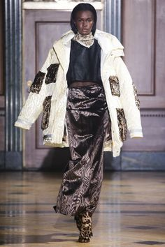 Sophie Theallet Fall 2016 Ready-to-Wear Collection Photos - Vogue Runway Fashion, Fashion Show, Fashion Fashion, Sophie Theallet, David Koma, Gareth Pugh, Fall 2016, Ready To Wear, Autumn Fashion