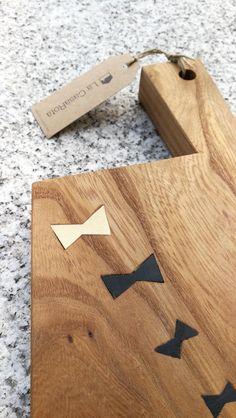 Chopping board in elm, with ebony and holly inlays Tabla de cocina en olmo de viejas vigas de 150 años, con incrutaciones en ebano y acebo