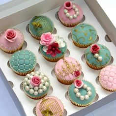 Elegant Wedding Cupcakes: vintage pearls, pastels, gold stencils, flowers and stencils - gorgeous! Fancy Cupcakes, Pretty Cupcakes, Beautiful Cupcakes, Wedding Cupcakes, Elegant Cupcakes, Pearl Cupcakes, Decorated Cupcakes, Wedding Cake, Yummy Cupcakes