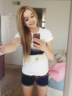 I reaaaaally love her outfit... especially the shorts:) #thinspiration