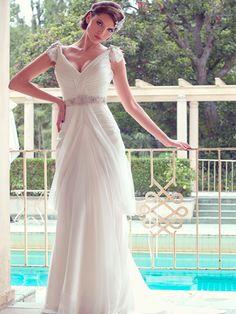 Vestido de novia corte imperio en tul. Detalles en pedrería escote en V manga sisa -- Karen Willis Holmes