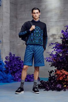 Dior Men Resort 2021 Menswear - Fashionably Male Runway Fashion, Fashion Show, Mens Fashion, Vogue Paris, Dior Men, Men Store, Double Breasted Jacket, Pattern Mixing, Men's Collection