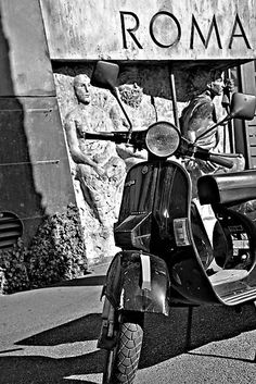 Roma - scooters every where