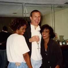 Whitney Houston and Kevin Costner 💗💙💗 Beverly Hills, The Bodyguard Movie, Great Smiles, Interracial Love, American Singers, American History, Romantic Movies, Star Pictures, Female Singers
