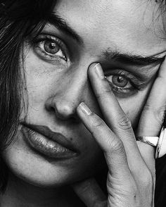 Black And White Photography Portraits, Self Portrait Photography, Face Photography, Portrait Photography Poses, Portrait Poses, Black And White Portraits, Female Portrait, Portrait Art, Portrait Sketches