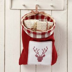 A Bag made from Tea Towels with an embroidered Design | DIY guide