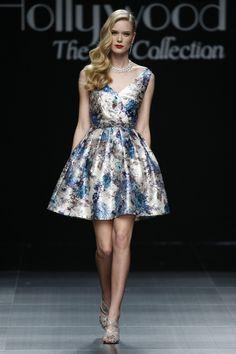 Foto 1 de 1 Vestido corto con estampado de flores y escote en forma de V | HISPABODAS