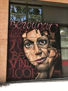 Las #Persianas de algunos comercios, restaurantes, bares y otros locales de #Barcelona también expresan el sentimiento artístico de la ciudad #PersianasDecoradas #StreetArt