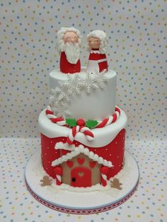 Mr and Mrs Claus  Cake by DeVoliCakes