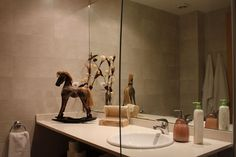 Barcelona's apartment: detail of the bathroom