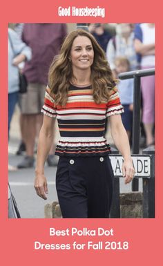 The Duchess of Cambridge stepped out in a chic nautical-themed outfit as she arrived for The King's Cup in Cowes - and we love her classic trainers Duke And Duchess, Duchess Of Cambridge, King Cup, Grey Trainers, Nautical Outfits, Nautical Looks, Frill Tops, Themed Outfits, Plimsolls