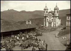 Imagem: Igreja de São Francisco de Assis em Ouro Preto, Minas Gerais, uma das obras-primas do mestre Aleijadinho, retratada por Marc Ferrez em 1880.