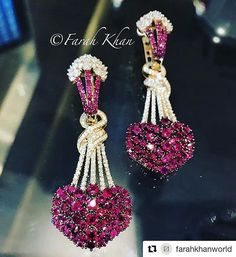 @farahkhanworld's enchanting earrings are definitely the object of our obsession!