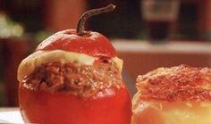 ROCOTO RELLENO Se creó en Arequipa. Es un plato típico que se encuentra en cualquier restaurante arequipeño. Se prepara usando como base un rocoto, un fruto similar al ají, y se coloca un relleno de carne picada y se agregan otros ingredientes.Tiene un sabor entre picante y dulzón.