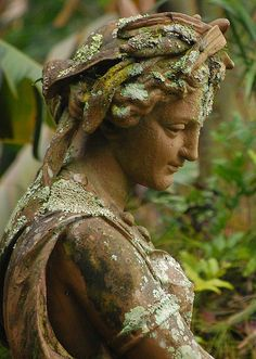 Garden statue slowly becoming covered in moss and lichen. - (photo by Fernando Silveira). Cemetery Art, Cemetery Statues, Cemetery Angels, Angel Statues, Buddha Statues, Photos Voyages, My Secret Garden, Secret Gardens, Garden Statues