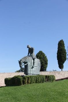 Statue of horse and rider, Basilica di San Francesco | Piazza San Francesco, 2, 06081 Assisi,