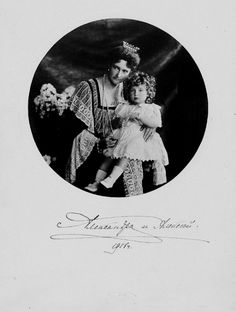 Empress Alexandra Feodorovna and her son Tsesarevich Alexei (1906).