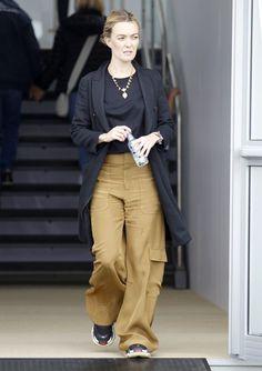 Marta Ortega, Zara, Spring Fashion, What To Wear, Celebrity Style, Khaki Pants, Normcore, Glamour, Street Style