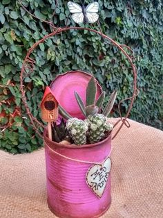 DIY Rustic Wood Planter Box Ideas for Your Amazing Garden - Onechitecture Aluminum Can Crafts, Tin Can Crafts, Flower Bar, Flower Pots, Diy Crafts For Adults, Diy And Crafts, Tin Can Art, Cactus Decor, Scrap Metal Art