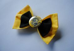Harry Potter Hogwarts Hufflepuff House Crest Hair Bow Clip - Cosplay Costume Diy Hair Bows, Bow Hair Clips, Bow Clip, Hufflepuff Pride, Ravenclaw, Harry Potter Hairstyles, Décoration Harry Potter, Harry Potter Ornaments, Diy Hairstyles