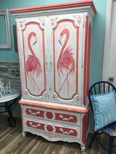 Les 15 plus Funky Furniture Ensembles jamais Hand Painted Furniture, Funky Furniture, Paint Furniture, Furniture Projects, Furniture Makeover, Flamingo Decor, Pink Flamingos, Flamingo Beach, Beach House Decor