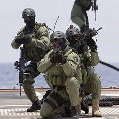 645 vind-ik-leuks, 2 reacties - Special Forces (@nlmarsof) op Instagram: 'NLMARSOF aboard Zr. Ms. Evertsen using fast rope. ------------------------------------------- Crew:…'
