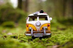 "Wonderful Photo Project Showcase: Kim Leuenberger's ""Traveling Cars Adventures"" Miniature Photography, Toys Photography, Creative Photography, Concept Photography, Fruit Photography, Travel Photography, Miniature Cars, Cute Little Things, Car Travel"