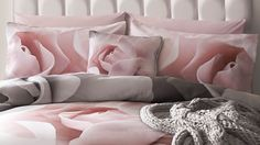 Dress up your bedroom with gorgeous Designer Bedding Sets! Here is a list of our top 10 picks regrouping the best designer duvet covers, and sheets pillows. Peach Bedding, Twin Xl Bedding, Duvet Bedding, King Comforter, Comforter Sets, Luxury Bedding Collections, Luxury Bedding Sets, Rose Duvet Cover, Duvet Covers
