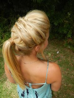 LEARN HOW TO CREATE THIS PONY TAIL, AND 3 OTHER STYLES FOLLOWING THIS LOOK TO MAKE AN UPDO!